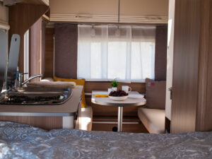 Asuntovaunun vuokraus. Balance 4 karavan Premio Life 430